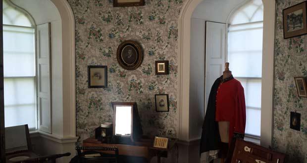В поместье Малахайд хорошо сохранился внутренний интерьер и мебель восемьсот летнего существования замка.