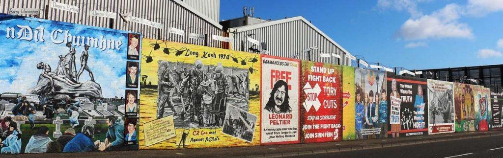 Политические графити на улицах Белфаста.