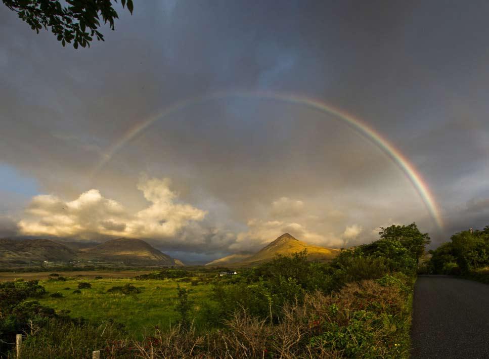 Вид на гору Даймонд-хилл и красивую радугу.