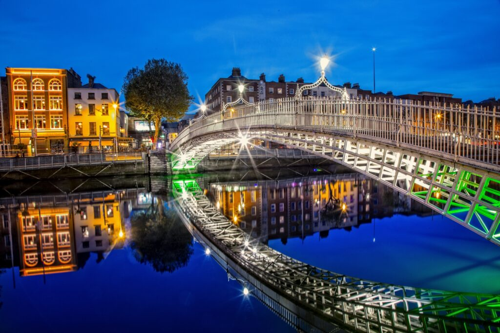 Арочный мост Полпенни в Дублине