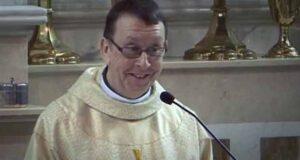 Поющий священник из Ирландии взорвал Интернет